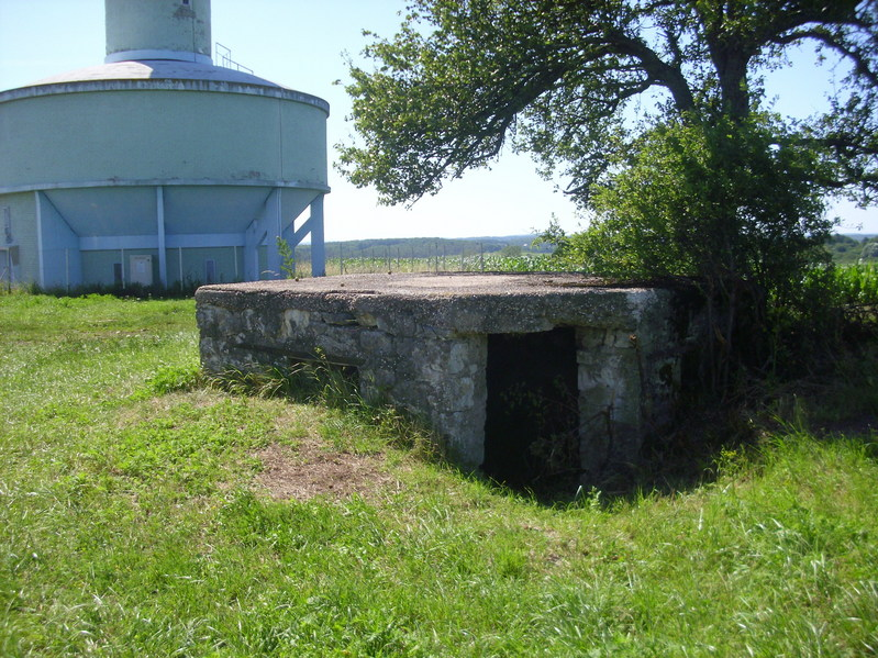 The concrete bunker in detail