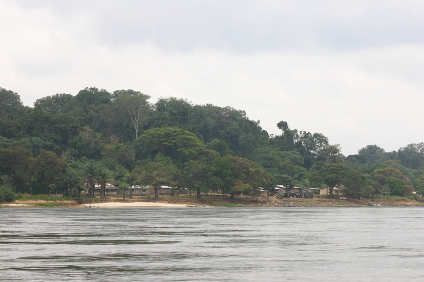 Passing Ompomouena on the Ogooué
