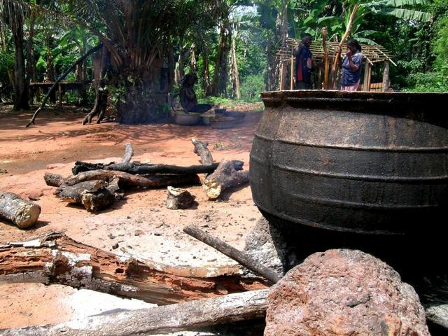 Cooking pot in the village of Kwame Agi 7N 3W