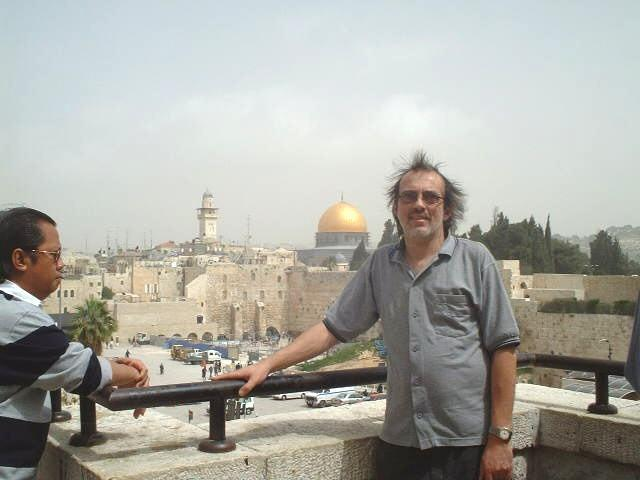 Captain Peter in front the Wailing Wall and the al-Aqsā Mosque in Jerusalem