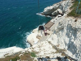 #1: По канатной – прямо в гроты/Cable railway leads right to grottoes
