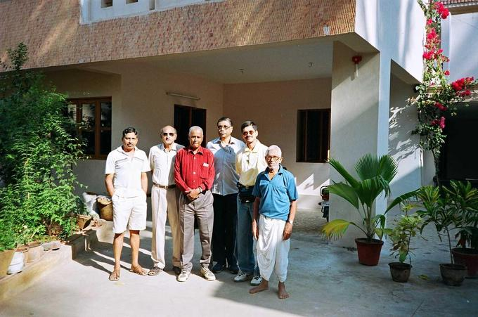 Mr. Anantharaman and his father with Ranga, Nath, Jagan & Lakshman at 11N77E