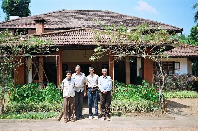 The 12N76E team at Cheng's Palthope Estate
