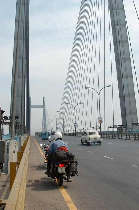 Back across the Hughli bridge to Kolkata