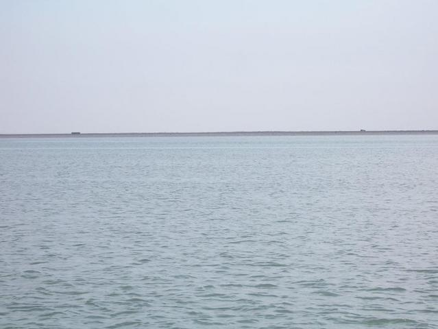 Looking south from the confluence point across the Khawr al-Zubayr riverway, you can see Kuwayt mainland and the shore of Jazīrat Warba, one of the Būbiyān Islands.