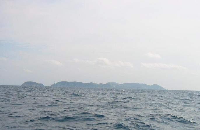 Looking south, Isola di Ponza, 4Nm (7.7km)
