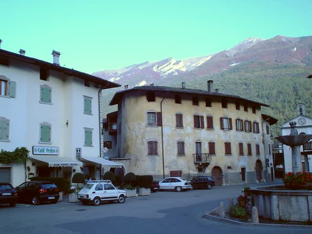 The Piazza Italia, with the confluence mountain behind