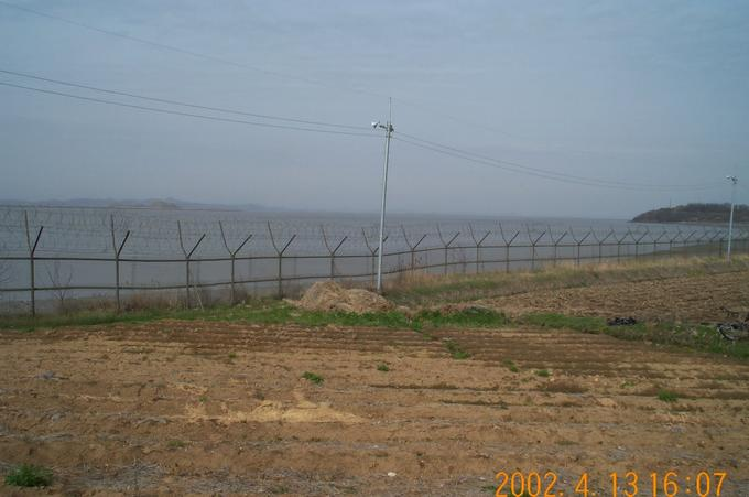Barbed wires prohibit the possible intrusion from across the sea.