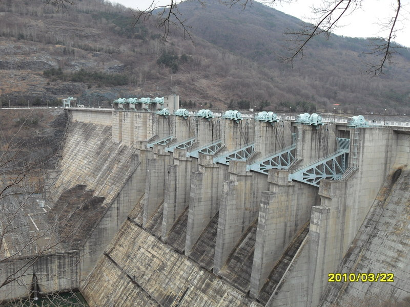 Closer view of the Chungju Dam structure