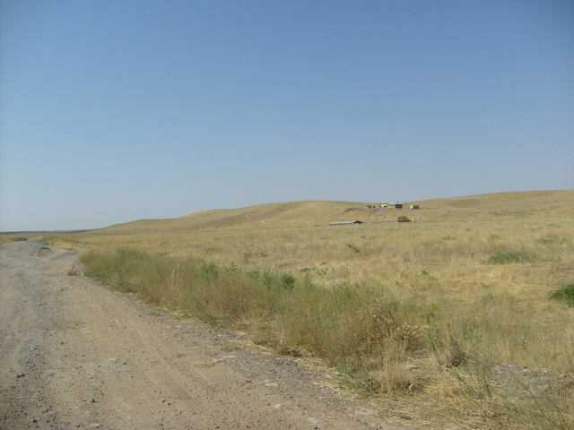 The gravel track between Montaytas and Eski Shanaq, 4 km from the confluence
