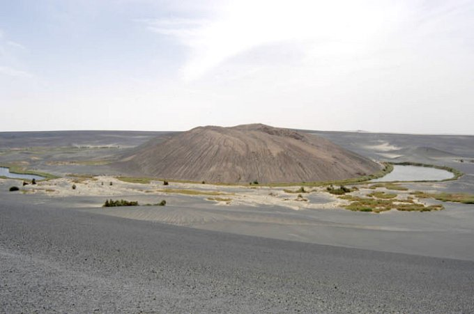 The volcanic crater Wāw al-Nāmūs