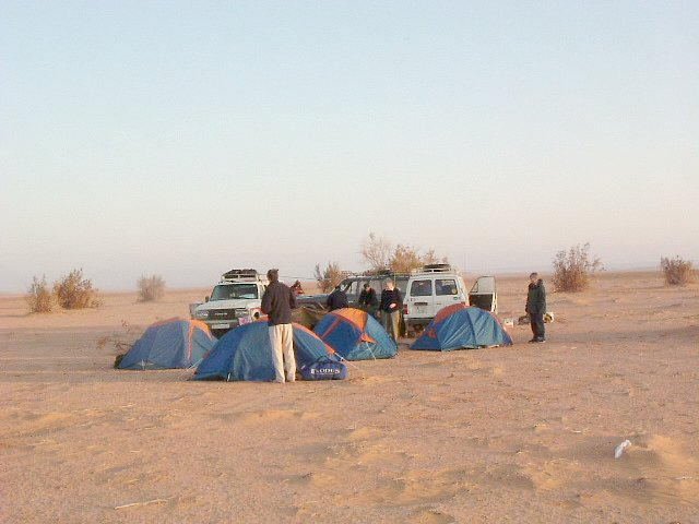 Terrain 70 km south-east of Confluence (Camp at 28°36'N 10°33'E)