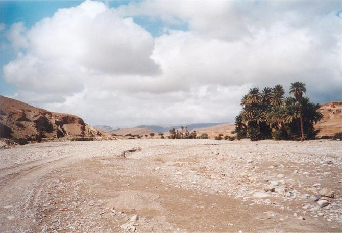 The riverbed of Wādiy Tamanar north of Foum al-Hisn - Possibly another way to get access to the Confluence?