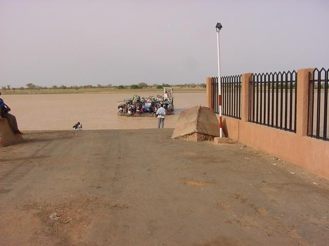 The ferry we used to cross the Niger river at Farié