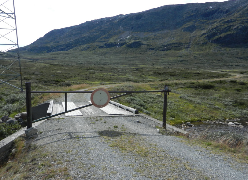 The road from Breistølen is barred by this locked gate