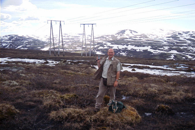 Hans, Standing on top of the confluence with the mountains of Gravdalshalsen behind him.