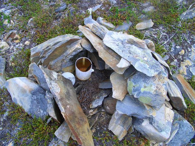 The cairn with the empty tin