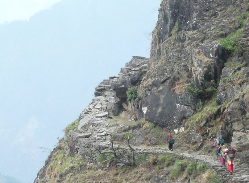 The long, winding trail on the edge of the Mahakali gorge