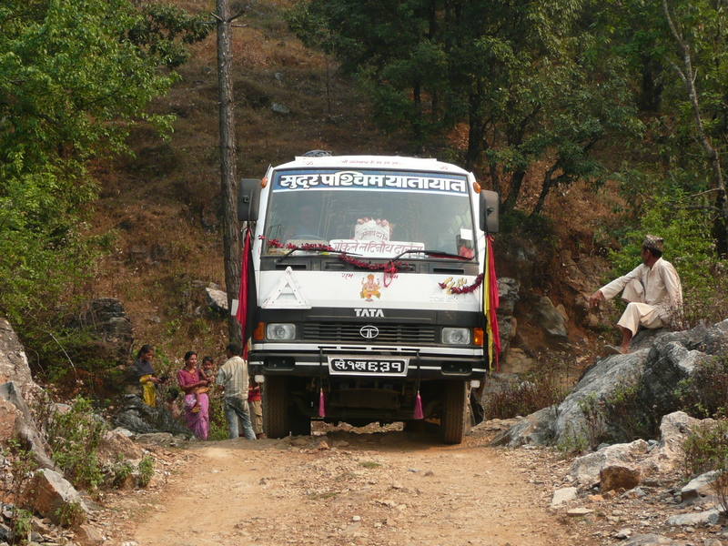 A stop on the bus ride to Darchula