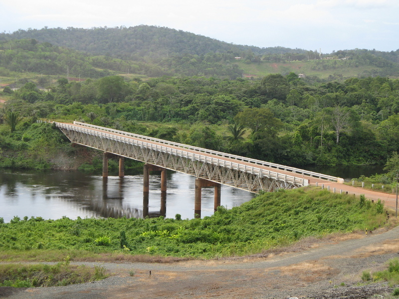 bridge used in the construction of the dam over the Siuriname river