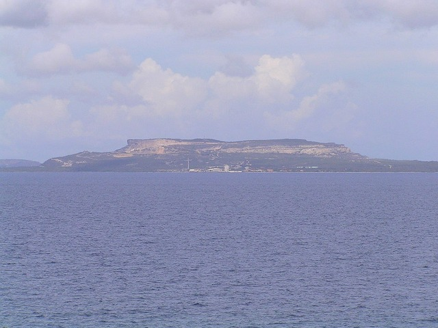 Santa Barbara Hill/Tafelberg in the SE of Curaçao seen from the Confluence