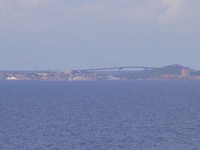 "The ""Koningin Juliana Bridge"" connects both parts of Willemstad"
