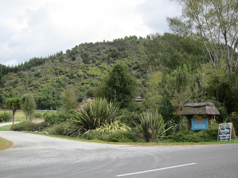 The entrance to Ocean View Chalets from the Sandy Bay - Marahau Road