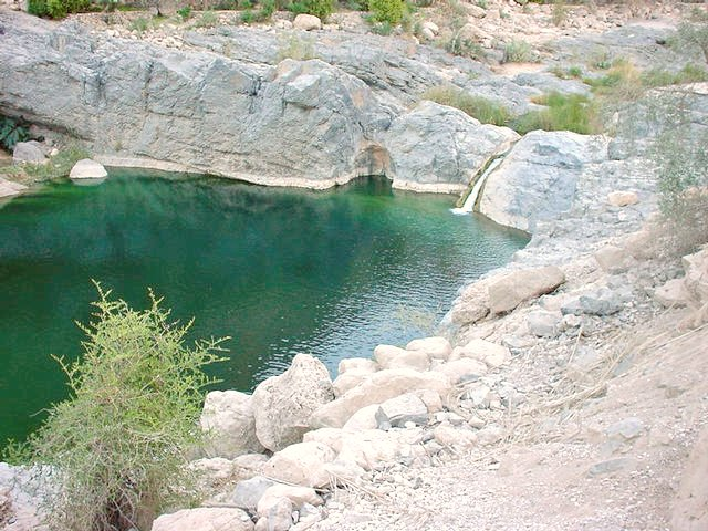 A large pool with a waterfall near the village Wādiy al-`Arabiyyīn.