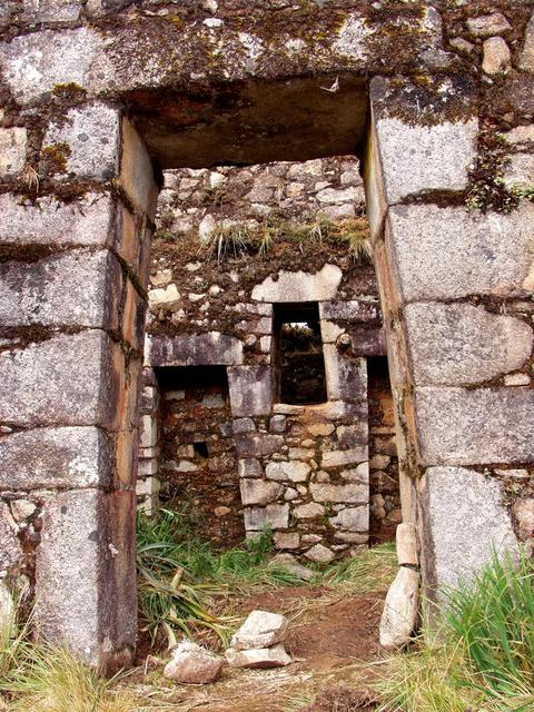 Inca Wasi of Puncuyoc - straight through the front door