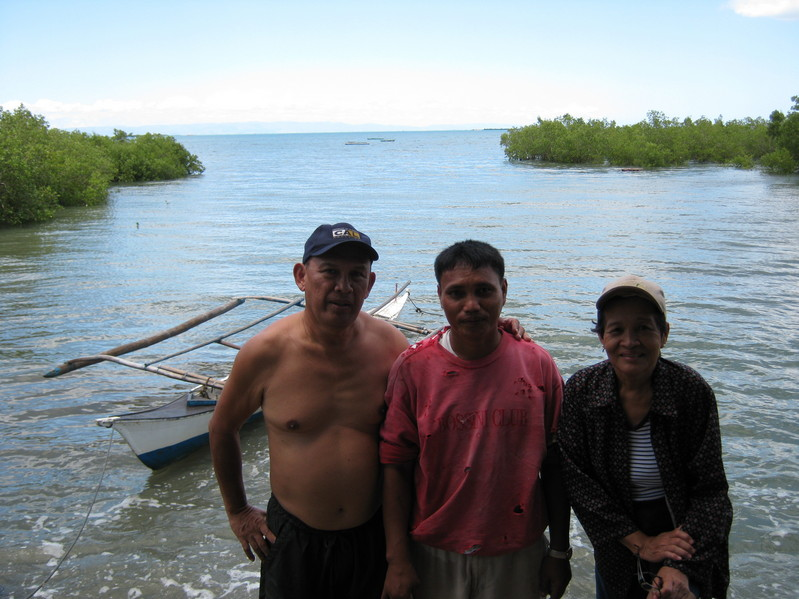 Rudy & Santah Fuentes Photo with Boatman Rolan