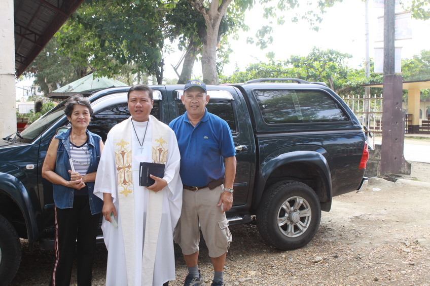 Car Blessing by Getafe Priest with Rudy & Santah Fuentes