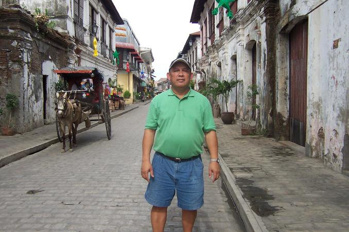 Rudy walking the road of history in Vigan: old Spanish town in Ilocos, same trip with confluence hunting