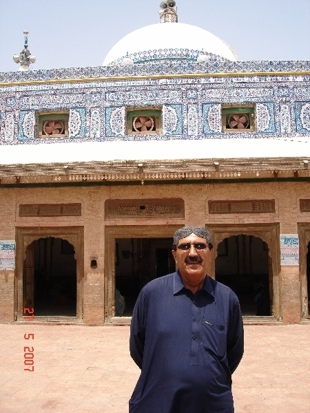Mr Kasim in front of Kawaja Ghulam Farid tomb