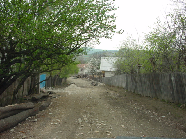 Entering the village of Copaceni from the confluence/Copaceniu'