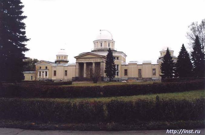 Main building of the observatory. Главное здание обсерватории.