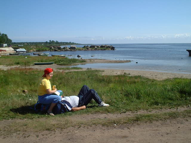 "A young Russian couple's ""outdoor recreation"" on Lake Ladoga"