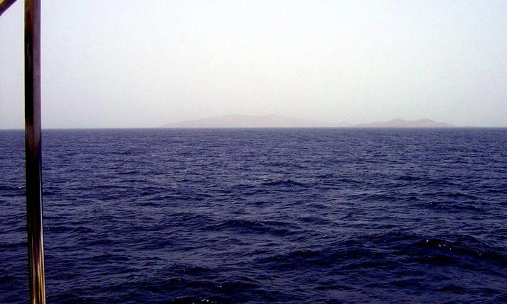 View to the East of 25N 37E with Libāna (foreground) and al-Hasāniyy Islands in the distance.
