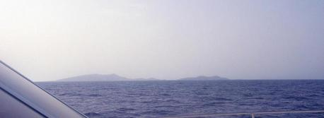 #1: View looking SE at 25N 37E with Libāna Island (foreground right) and al-Hasāniyy Island in the distance.  Photo take from the bow of Dream Voyager.