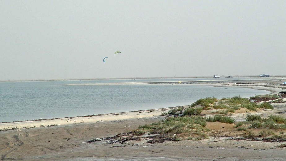 Zoomed-in view looking south towards kite boarders 1400 m south of confluence point, on September 11.
