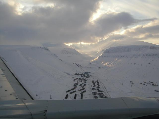 Flying in to Longyearbyen on sunday afternoon
