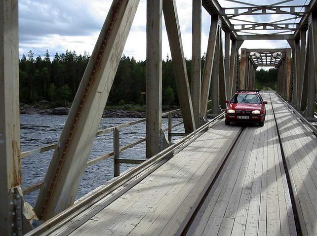 Combined railway and road bridge over Pite älv river