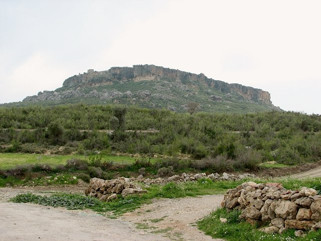 The impressive solitary mountain with some ruins of Silyon visible on top