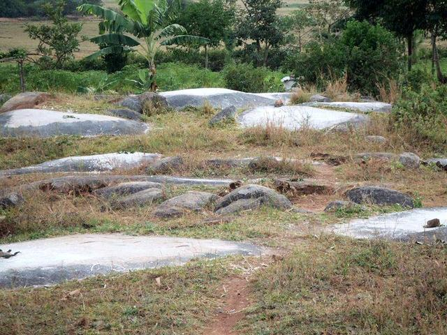 Rocks to dry and pound cassava