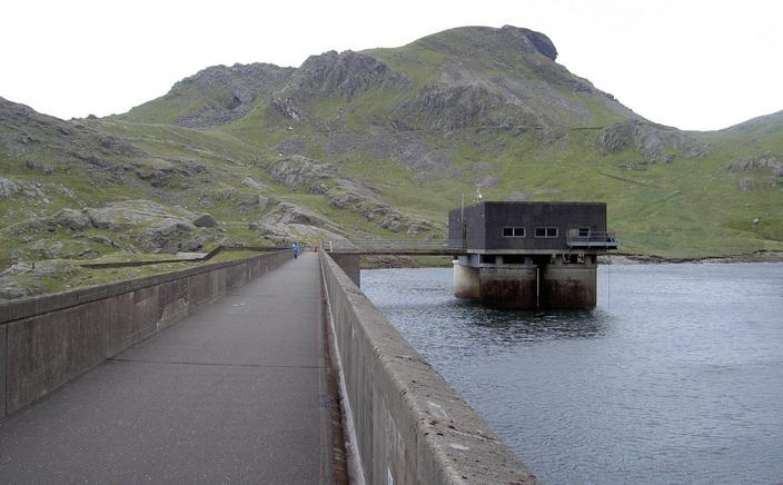 The dam and the intake towers