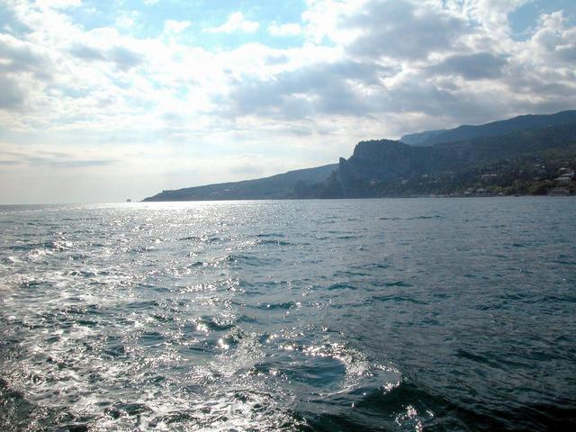 Picture 2 – West view. This is the southern part of Crimea Peninsula. Koshka (Cat) Mountain in the centre