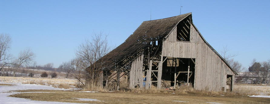 Driving north on Road T, you pass a nearby scenic old barn.