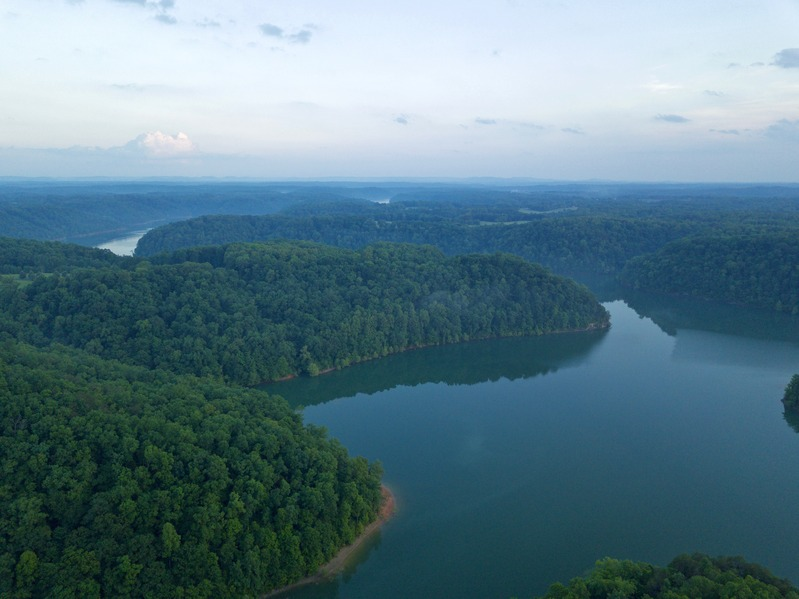 View South (showing Lake Cumberland) from about 400 feet up