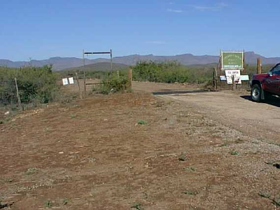 Here is the entrance to the ranch where the confluence is located
