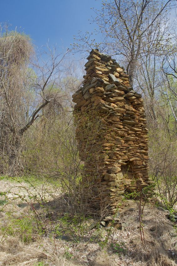 A chimney from an old cabin, just 0.15 miles from the confluence point