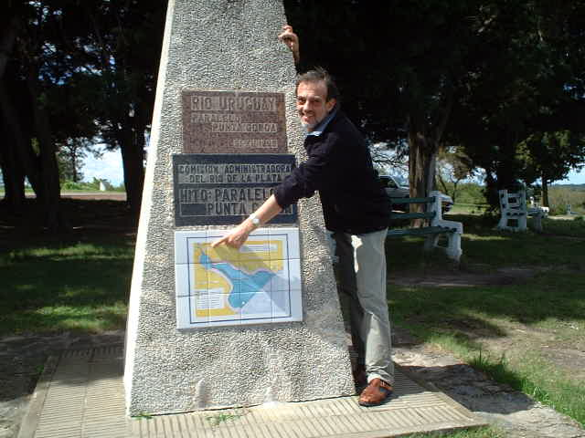 Captain Peter at the 0-km mark monument of Rio Uruguay